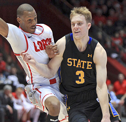 Nate Wolters scores 28 points for South Dakota State, which goes almost wire-to-wire for the win.  (AP)