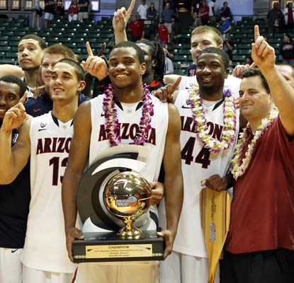 Arizona takes home the hardware in the Diamond Head Classic thanks to a hard-fought win over San Diego State.  (US Presswire)
