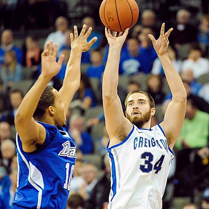 Drake's Jeremy Jeffers can't stop Creighton's Ethan Wragge, who makes six of his team's 16 3-point field goals.  (Getty Images)