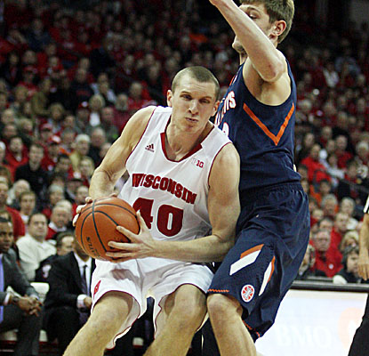 Six-foot-10 senior Jared Berggren hits for 15 points and pulled down a season-high 12 boards as the Badgers dominate Illinois. (US Presswire)