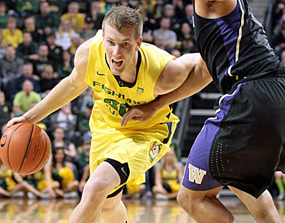 E.J. Singler scores 18 points for Oregon, but he also turns the ball over seven times against Washington. (US Presswire)