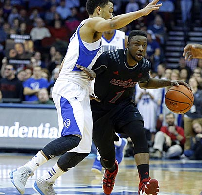 Cashmere Wright battles his way to 17 points, hitting all seven of his free throws, as the Bearcats hold off Seton Hall. (US Presswire)