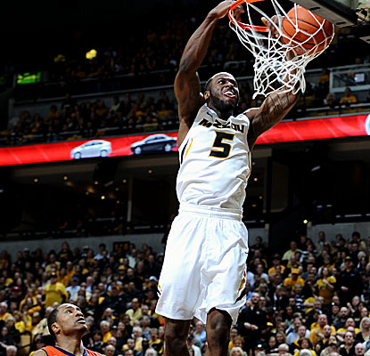 Keion Bell, back in the starting lineup after missing a game to injury, jams home 2 of his season-high 24 points vs. Auburn. (US Presswire)