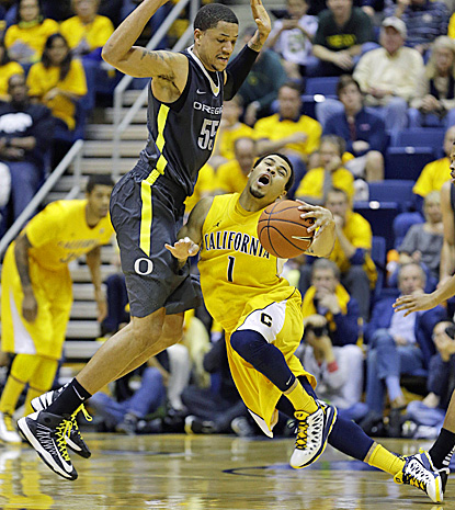 California guard Justin Cobbs, who dishes out a team-high 7 assists, collides with Oregon's Tony Woods. (AP)
