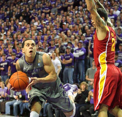 Angel Rodriguez chips in with 20 points for Kansas State, which now sits alone atop the Big 12.  (US Presswire)