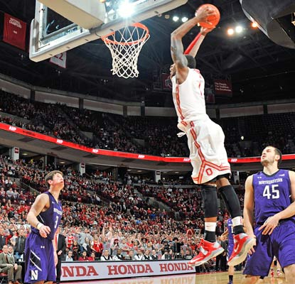 Deshaun Thomas nets 22 points as the Buckeyes notch their 32nd straight home win against Northwestern.  (Getty Images)