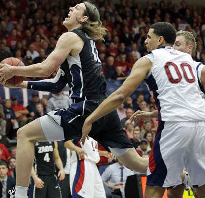 Gonzaga's Kelly Olynyk adds 17 points as the Bulldogs build a two-game lead over the Gaels in the WCC.  (AP)