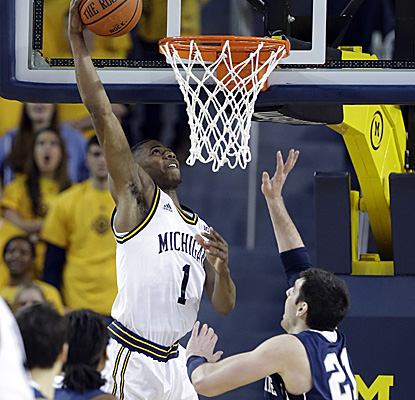 Glenn Robinson III puts in 2 on his way to tying his career high with 21 points for the Wolverines. (AP)