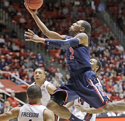 Mark Lyons provides a game-high 18 points and also leads the Wildcats in assists with five. (AP)