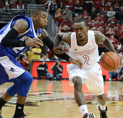Russ Smith scores 19 points -- including a perfect 10-for-10 at the line -- to help fuel Louisville to victory. (AP)
