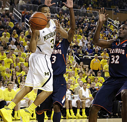 The Wolverines' leading scorer comes up big again, scoring a game-high 26 points as Michigan pulls away from Illinois. (AP)