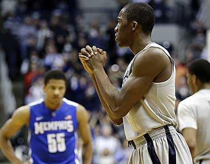 Xavier's Semaj Christon scores 13 points with 5 assists in Xavier's win over Memphis, snapping the Tigers' 18-game win streak. (AP)