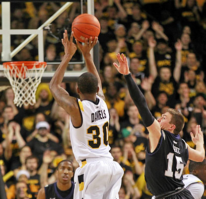Butler's Rotnei Clarke is too late as VCU's Troy Daniels (14 first-half points) drains a 3-pointer.  (USATSI)