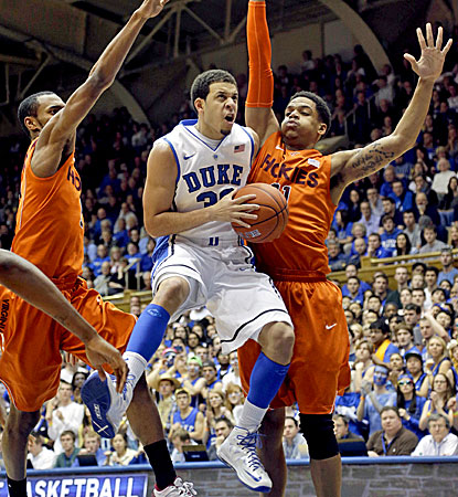 Seth Curry goes in for two of his 20 points -- including five 3-pointers -- during his final home game at Duke. (AP)