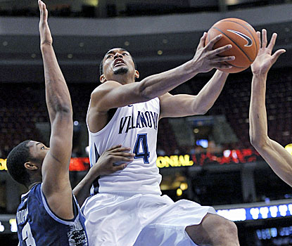 Darrun Hilliard scores two of his 14 points in Villanova's win over No. 5 Georgetown, the Wildcats' 19th win of the year. (AP)