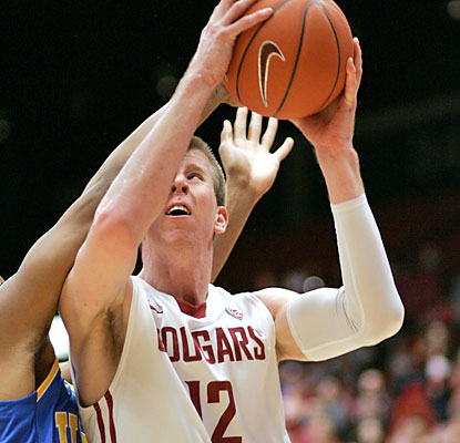 Brock Motum fuels Washington State with a 20-point, 11-rebound performance. (AP)