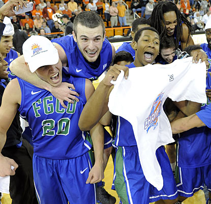 Florida Gulf Coast celebrates after clinching a trip to the program's first Division I NCAA tournament.  (USATSI)
