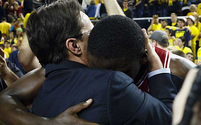 Tom Crean and Victor Oladipo embrace after Indiana clinches the outright Big Ten title. (USATSI)