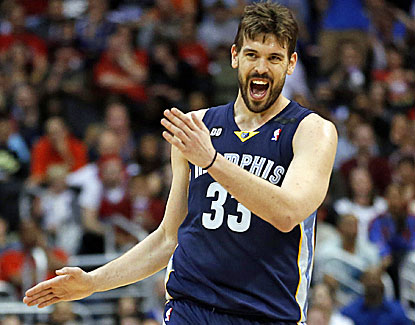 Marc Gasol, who scores 21 points in the Grizzlies' win, reacts to a foul call. (AP)