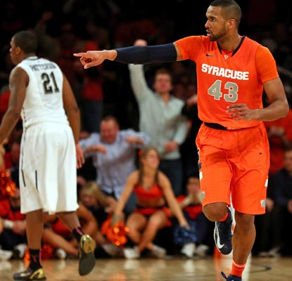 Syracuse's James Southerland scores 20 points and goes 6 for 6 from 3-point land against Pittsburgh.  (Getty Images)