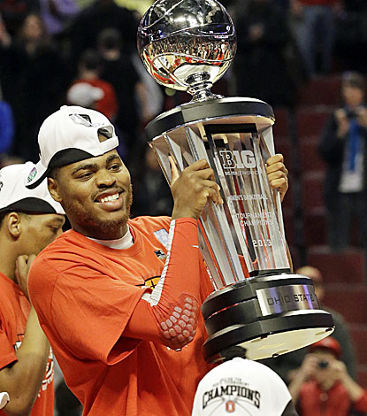 DeShaun Thomas hoists the Big Ten championship trophy after scoring 17 points in the Buckeyes' win over Wisconsin. (AP)