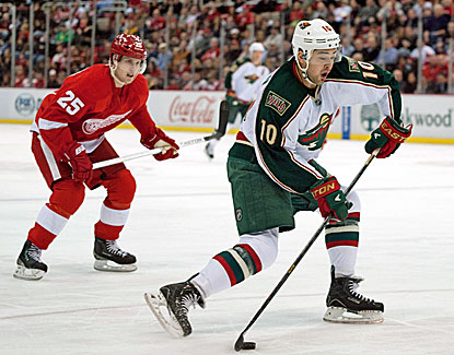 Devin Setoguchi scores two goals to help the Wild win its fourth straight game. (USATSI)
