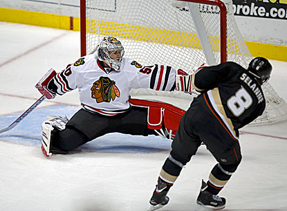 Teemu Selanne beats Blackhawks goalie Corey Crawford for the tiebreaking goal in the Ducks' win. (AP)