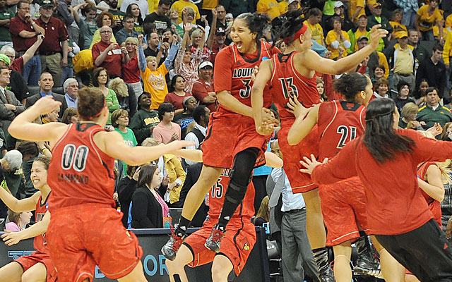 Louisville players rejoice after they knock off No. 1 Baylor with two crucial late free throws. (USATSI)