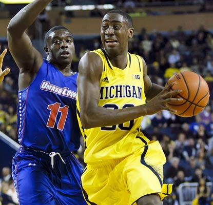 Caris LeVert makes sure the Wolverines start the season right by scoring a team-leading 17 points.  (USATSI)