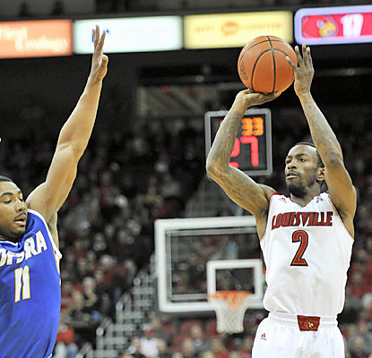 Louisville senior guard Russ Smith finishes with 30 points on 12 of 22 shooting, including five treys. (USATSI)