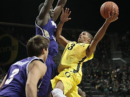 Oregon junior Joseph Young scores a career-high 36 points on 9-of-12 shooting.  (USATSI)