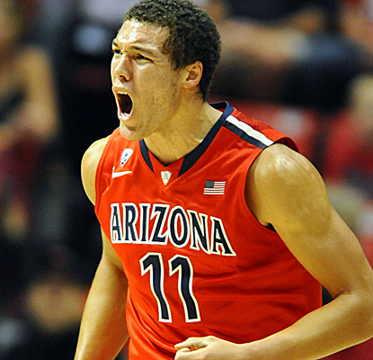 Freshman Aaron Gordon scores 16 points to go with eight rebounds as Arizona holds off SDSU's rally.  (USATSI)