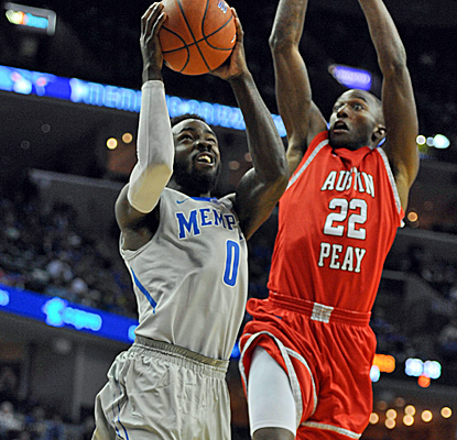 Damien Wilson finishes a layup as No. 13 Memphis opens its season with a win over Austin Peay.   (USATSI)