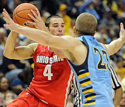 Aaron Craft (left) scores 10 points and adds 10 assists in the Buckeyes' 52-35 win over Marquette in Milwaukee on Saturday. (USATSI)