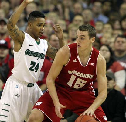 Sam Dekker chips in 13 points and the 20th-ranked Badgers escape Green Bay with a hard-fought victory.  (USATSI)