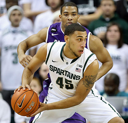 Denzel Valentine's Spartans pull away from the pesky Pilots in their first game as the No. 1 ranked team in 13 years. (USATSI)