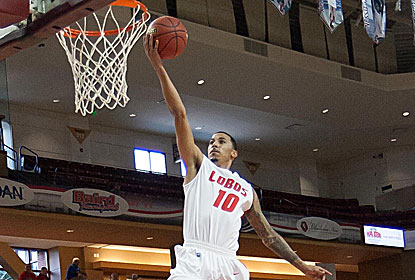 Kendall Williams, who finishes with 29 points, is one of three Lobos to hit clutch 3-pointers in the win. (USATSI)