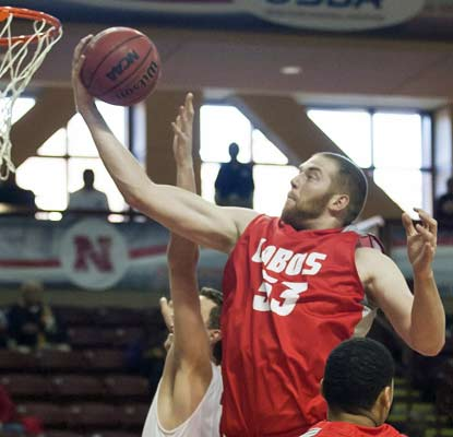 Big man Alex Kirk has his way against Davidson, scoring 16 points and grabbing 14 rebounds for the Lobos.  (USATSI)