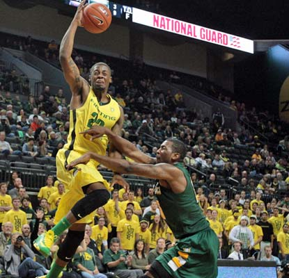 Oregon's Elgin Cook goes for 18 points to help the Ducks handle the Dons in Eugene.  (USATSI)