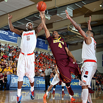 Syarcuse's C.J. Fair (left) goes to block a shot by Minnesota's Deandre Mathieu (center) during the Orange's 75-67 win in Maui. (USATSI)