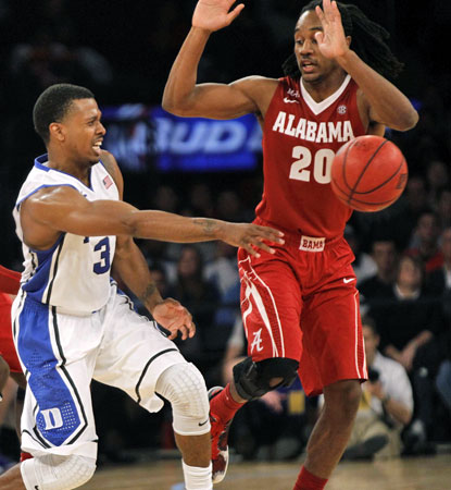 Duke's Tyler Thornton (left) passes the ball away from Alabama's Levi Randolph in the Blue Devils' 74-64 win. (USATSI)
