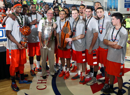 Jim Boeheim and the Syracuse Orange celebrate their Maui Invitational title after beating Baylor. (USATSI)
