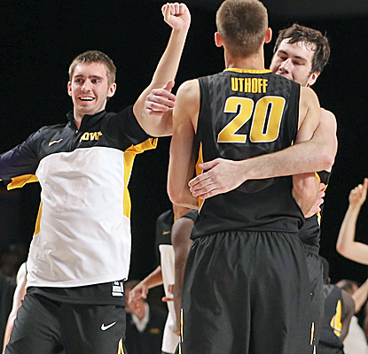 Iowa starts slow, never once leading in regulation, but rallies from 15 down to knock off Xavier in overtime.  (USATSI)