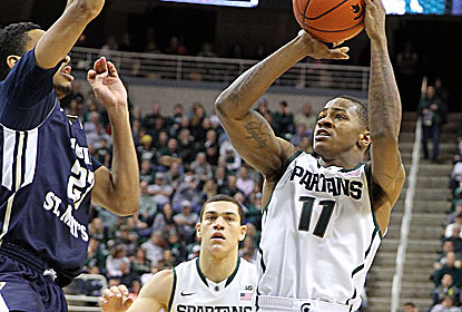 Keith Appling scores 17 off the bench for Michigan State, which improves to 53-0 at home in Nov. dating to a 1986 loss. (USATSI)