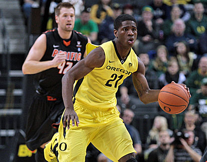 Tim Thomas and Oregon score 20 straight points after halftime to pull away from Pacific for a comfortable 85-62 win. (USATSI)
