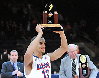 Nick Johnson leads the way with 15 points in Arizona's win over Duke and is named the tournament's most outstanding player. (USATSI)