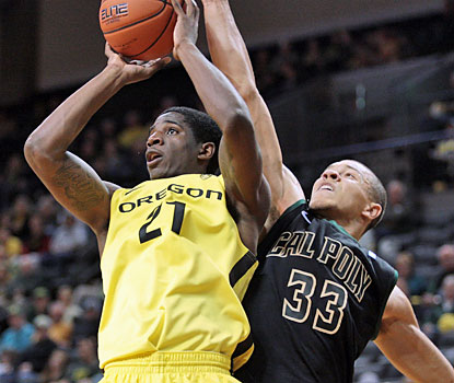 Guard Damyean Dotson (13 points) is one of five Ducks to finish in double-digit scoring against the Mustangs. (USATSI)