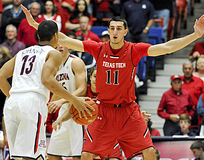 Nick Johnson scores 18 points as the Arizona Wildcats improve to 8-0 by throttling Texas Tech. (USATSI)