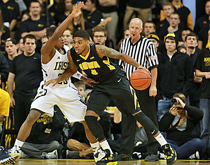 Devyn Marble has 17 points as No. 23 Iowa holds off Notre Dame, 98-93. (USATSI)