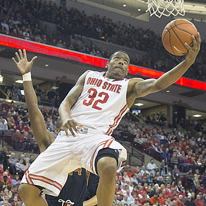 Buckeyes senior Lenzelle Smith Jr. contributes 12 points and six rebounds to Ohio State's latest victory.  (USATSI)